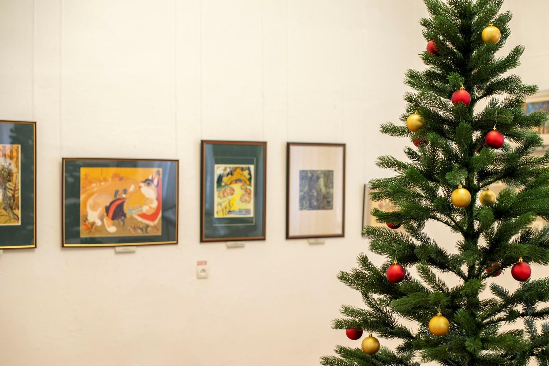 Начала работу выставка «Мир сказки»